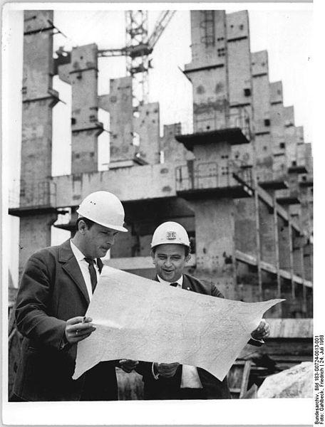 File:Bundesarchiv Bild 183-G0724-0013-001, Baustelle Kraftwerk Thierbach, sowjetischer Techniker.jpg