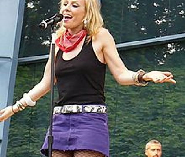 Bedingfield Performing At Six Flags Over Georgia In Atlanta In July 2008