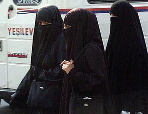 Mulheres vestindo niqab