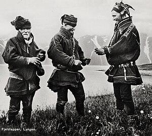 English: 1920's Three Sami men are exchanging ...