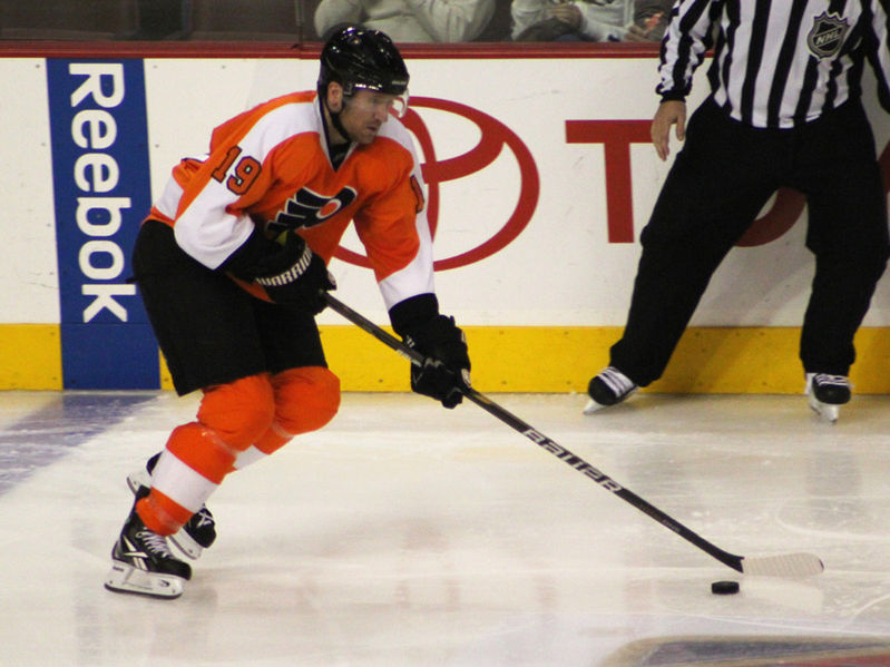 File:Scott Hartnell 2010-10-30a.jpg