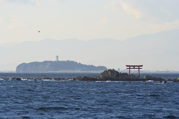 真名瀬海岸より望む江ノ島, Enoshima Island, view from the Shinnase coast - panoramio