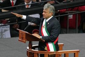 https://i0.wp.com/upload.wikimedia.org/wikipedia/commons/thumb/4/47/AMLO_Presidencia_legitima.jpg/280px-AMLO_Presidencia_legitima.jpg