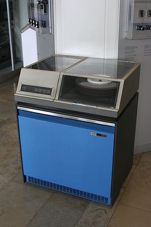 English: IBM 1311 Disk Storage Drive at the De...