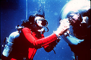 Dr. Sylvia Earle displays samples to aquanaut ...