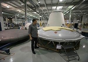 English: Elon Musk inspects the heat shield as...