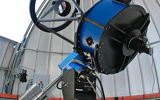 Teleskop TRAPPIST di La Silla (Sumber: TRAPPIST telescope at La Silla Eso1023e, WIkipedia, CC)