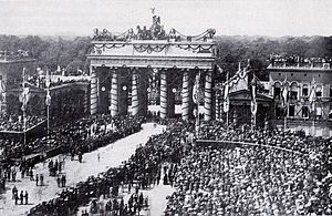 The Brandenburger Tor with decorations and dow...