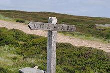 Wegweiser sind auf dem Coast to Coast Walk nur selten anzutreffen, hier nahe der Wegmitte bei Rogan's Seat