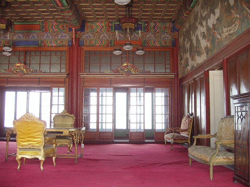 File:Huijeongdang (interior), Changdeokgung - Seoul, Korea.JPG