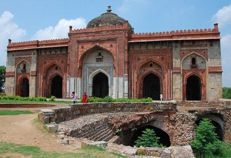 File:Qila Kuhna Masjid inside Puran Qila, Delhi.jpg