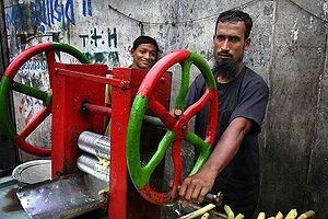 English: Sugarcane juice vendors, Dhaka.