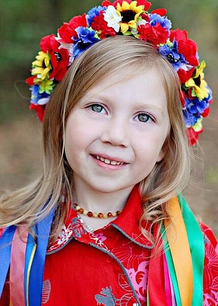ukrainian wreath, young girl