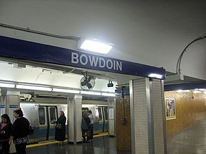 English: An inbound train at the platform at B...