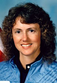 https://i0.wp.com/upload.wikimedia.org/wikipedia/commons/thumb/4/4a/Christa_McAuliffe.jpg/200px-Christa_McAuliffe.jpg