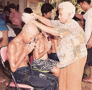 Songkran in Wat Kungthapao 02