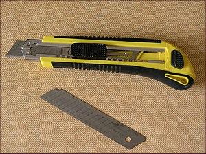 English: Utility knife Česky: Pracovní (ulamov...