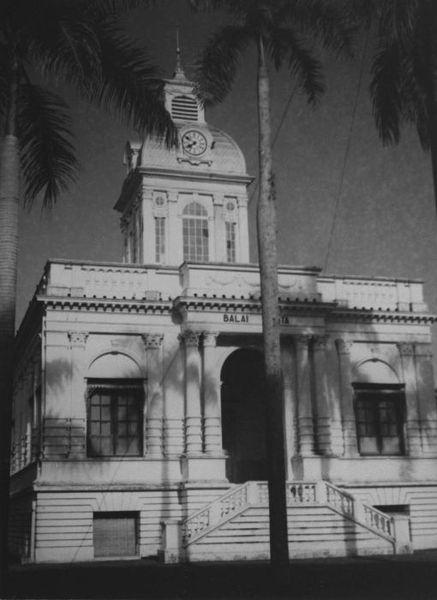 Berkas:COLLECTIE TROPENMUSEUM Het gemeentehuis oftewel de Balai Kota TMnr 60026559.jpg