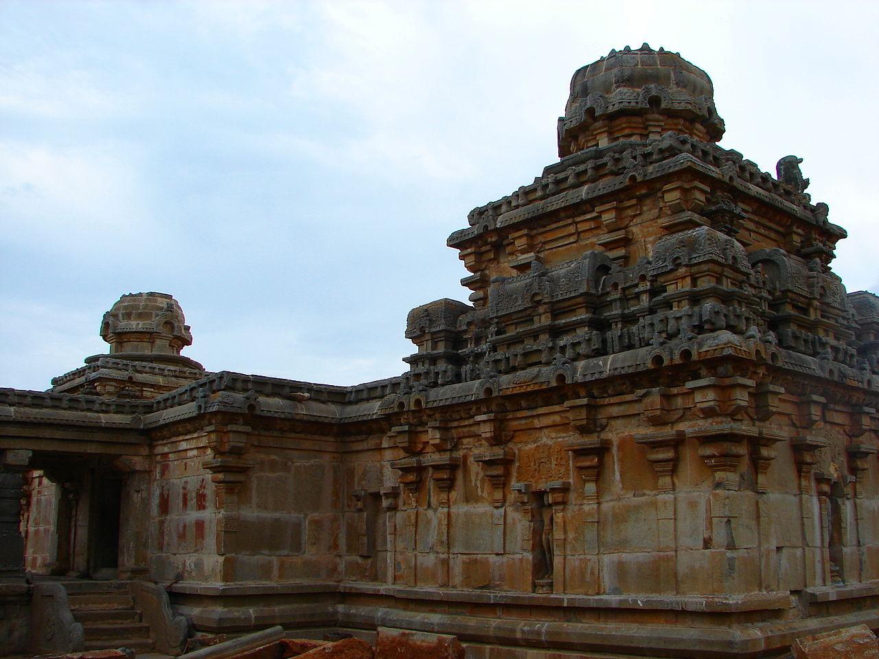 File:Close up of a dravidian style shrine in Panchakuta Basadi at Kambadahalli.jpg - Wikimedia Commons