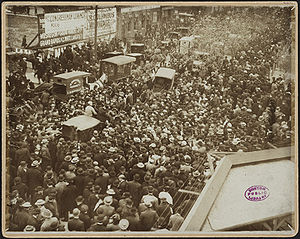 Crowd outside South Side Park, 1906 World Series