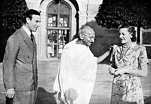 English: Gandhi with Lord and Lady Mountbatten