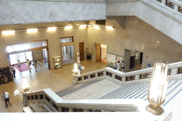 Interior view of stairway hall - Tokyo National Museum - DSC05617