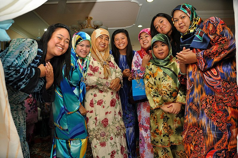 FileMuslim women in tudungs at an engagement party