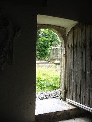 English: The ruined Tyn Llan viewed through th...
