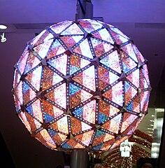 https://i0.wp.com/upload.wikimedia.org/wikipedia/commons/thumb/4/4b/Times_Square_ball.jpg/236px-Times_Square_ball.jpg