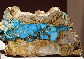 https://i0.wp.com/upload.wikimedia.org/wikipedia/commons/thumb/4/4b/Turquoise_Cerillos_Smithsonian.jpg/320px-Turquoise_Cerillos_Smithsonian.jpg
