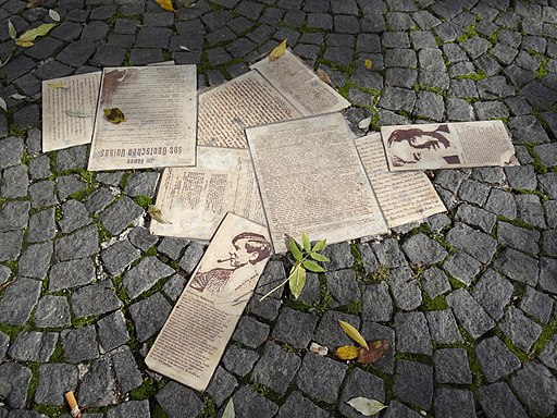 White Rose Movement Public Memorial - Geschwister-Scholl-Platz - Ludwig-Maximilians-Universitat - Munich - Germany - 01