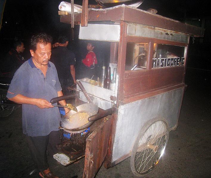 File:Nasi Goreng Travelling Vendor in Jakarta.JPG