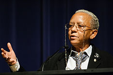 Nikki Giovanni speaking at Emory University 2008.jpg