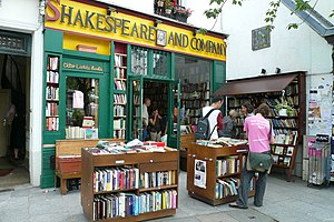 English: The Shakespeare and Company store is ...