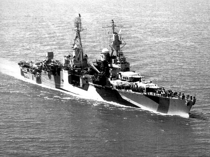 USS Indianapolis (CA-35) underway in 1944 (stbd)