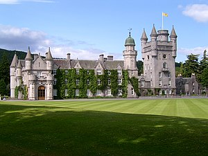 https://i0.wp.com/upload.wikimedia.org/wikipedia/commons/thumb/4/4d/Balmoral_Castle.jpg/300px-Balmoral_Castle.jpg