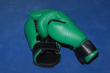 Boxing gloves Español: Guantes de boxeo França...