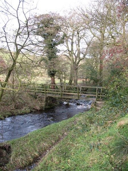 File:Footbridge over Kex Beck - geograph.org.uk - 1042802.jpg