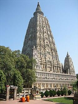 3dd02a1e8dddf الهيكل الحالي لل معبد ماهابودهي يعود تاريخه إلى عصر جوبتا ، القرن الخامس  الميلادي. وضع علامة على الموقع حيث يقال إن بوذا قد بلغ التنوير.