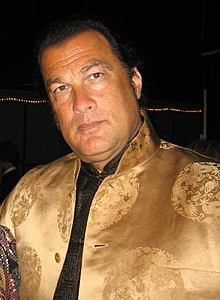 https://i0.wp.com/upload.wikimedia.org/wikipedia/commons/thumb/4/4e/Steven_seagalpa.jpg/220px-Steven_seagalpa.jpg
