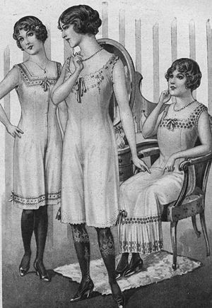 Ladies' underwear advertisement, 1913
