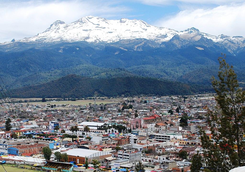 Amecameca de Juárez vor dem Iztaccíhuatl