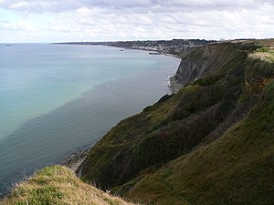 English: Arromanches-les-Bains seen from cliff...
