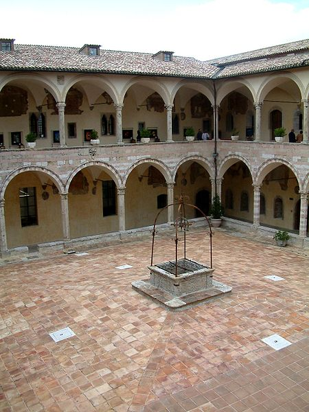 dziedziniec klasztoru Sykstusa IV, Asyż