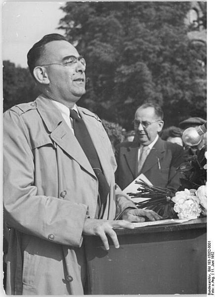 File:Bundesarchiv Bild 183-15052-0001, Halle, Kundgebung, Rede Louis Fürnbergs.jpg