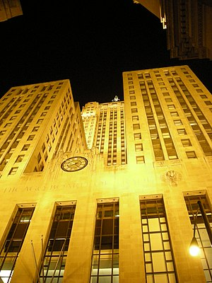 English: Chicago Board of Trade at night, phot...