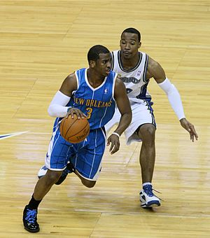 English: Chris Paul dribbling the ball