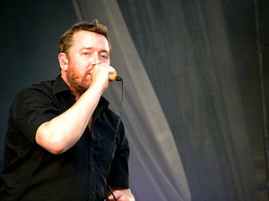English: Guy Garvey of the Elbow band at the V...