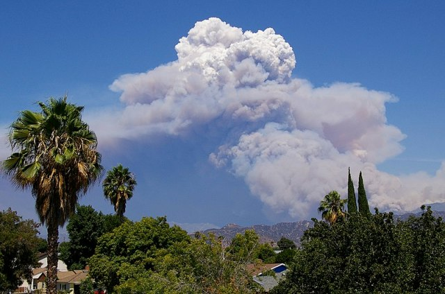 https://i0.wp.com/upload.wikimedia.org/wikipedia/commons/thumb/4/4f/Pyrocumulus_Cloud_Station_Fire_082909.jpg/800px-Pyrocumulus_Cloud_Station_Fire_082909.jpg?w=640