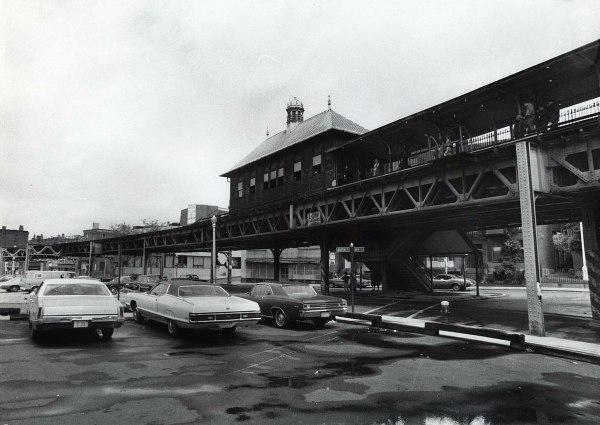 Thompson Square Station - Wikipedia